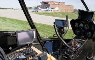 Kokpit vrtulníku Robinson R44