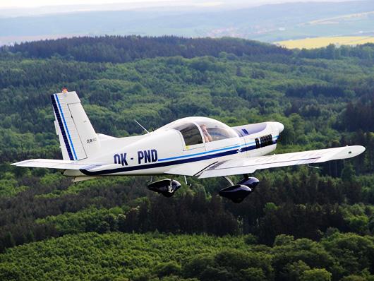 Akrobatický let Zlin 142